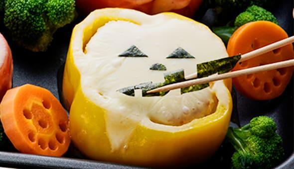 Deco point! チーズの上に口を形どったノリを付ける